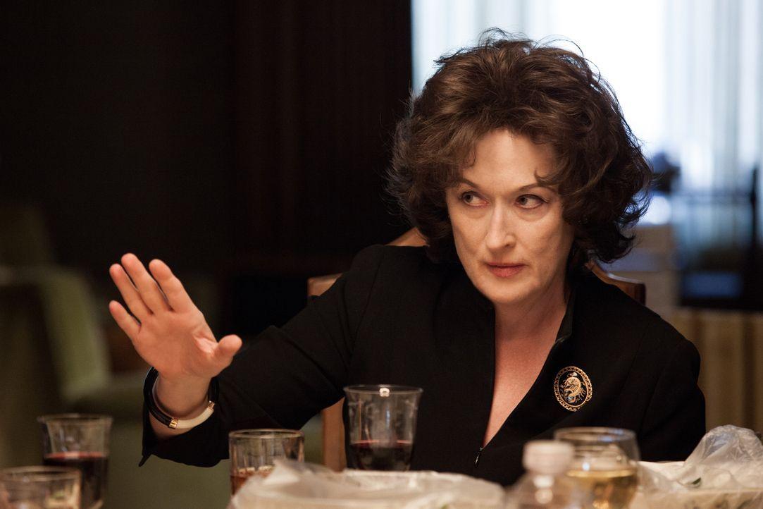 Tablettensüchtig, durchgeknallt und laut: Violet Weston (Meryl Streep) schafft es, mit ihrer Art ihre ganze Familie zu drangsalieren, was nach dem T... - Bildquelle: Claire Folger TOBIS FILM