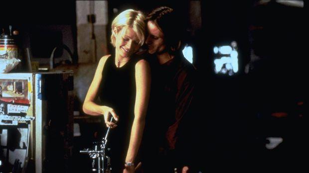 Emily (Gwyneth Paltrow, l.) betrügt ihren Ehemann mit dem Künstler Shaw (Vigg...