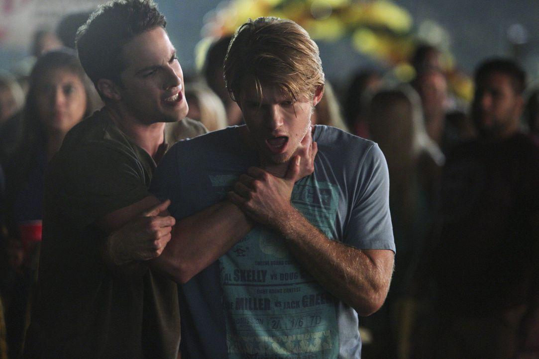Szenenbilder Staffel 6: Tyler greift Luke an - Bildquelle: Warner