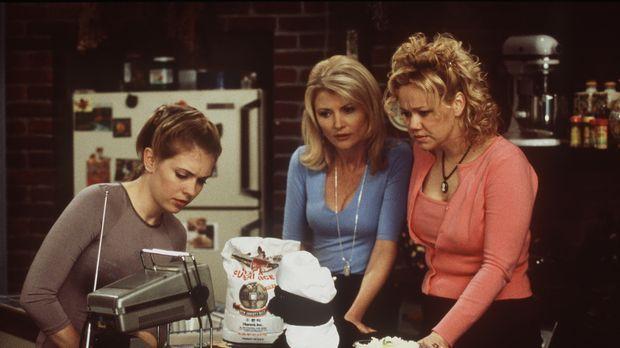 Sabrina (Melissa Joan Hart, l.), Zelda (Beth Broderick, M.) und Hilda (Caroli...