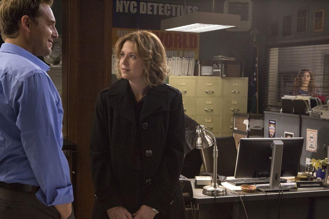 Für Laura (Debra Messing, r.) ist es nicht leicht, Jake (Josh Lucas, l.) und Jennifer (Jenna Fischer, M.) zusammen zu sehen ... - Bildquelle: 2016 Warner Bros. Entertainment, Inc.