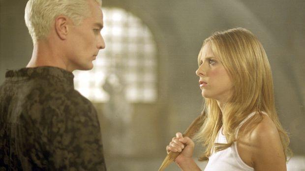 Buffy (Sarah Michelle Gellar, r.) ist skeptisch: Sie weiß nicht, was sie von...