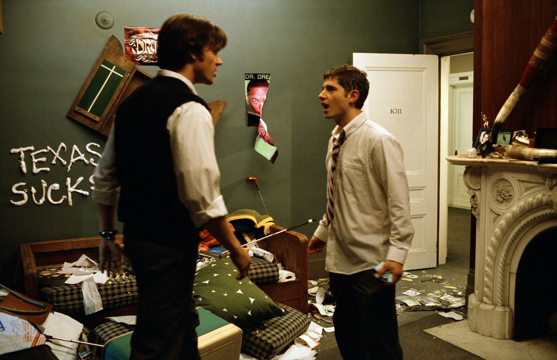 Werden Opfer ihres eigenen Intrigenspiels: Owen (Julian Morris, r.) und Tom (Jared Padalecki, l.) ... - Bildquelle: Square One Entertainment