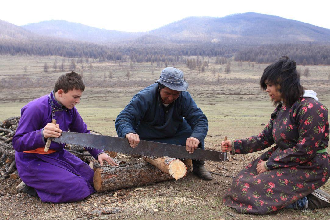 """Dennis (l.) und Janet (r.) werden zu den """"Strengsten Eltern der Welt"""" in die Mongolei geschickt ... - Bildquelle: kabel eins"""