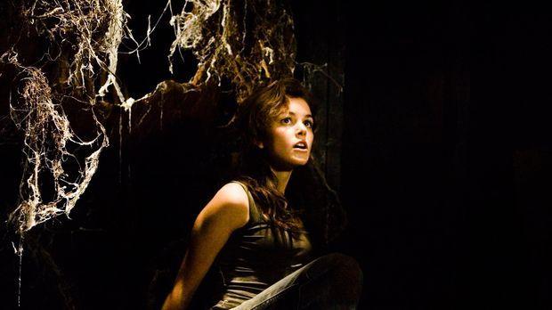 Im Zuge ihrer Ermittlungen kommt Christy (Nora Zehetner) einem dunklen Famili...