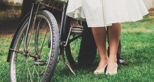 Ein altes Fahrrad kann die Hochzeitsdeko im Vintage-Stil komplettieren – aber...