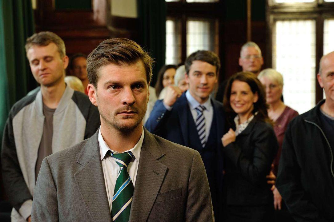 Muss sich vor Gericht verantworten, da er einen Mörder umgebracht hat: Fritz (Matthi Faust, vorne) ... - Bildquelle: Hardy Spitz SAT.1