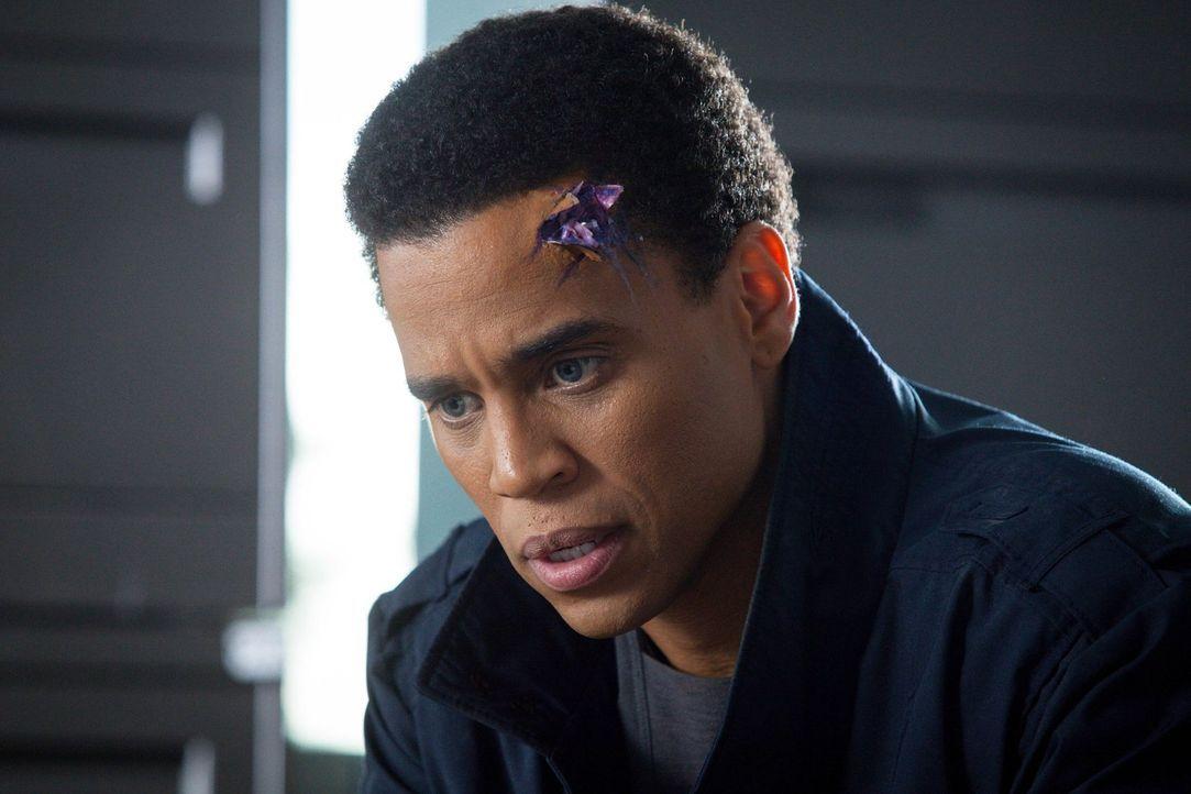 Auf ihrem geheimen Streifzug wird Dorian (Michael Ealy) verletzt. Wird das seine Fähigkeiten beeinflussen? - Bildquelle: Warner Bros. Television
