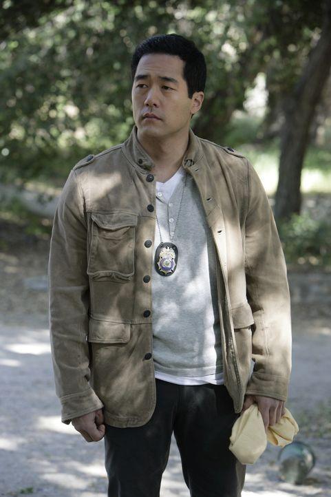 Noch stehen Kendall (Tim Kang) und seine Kollegen vor einem großen Rätsel. Doch sie werden alles versuchen, um den Tod von Justin Prentiss, Schüler... - Bildquelle: Warner Bros. Television