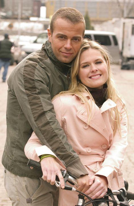 Endlich haben Kelly (Maggie Lawson, r.) und Michael (Joey Lawrence, l.) den Entschluss gefasst, zu heiraten. Aber da haben Eltern und Freunde natür... - Bildquelle: ABC Family