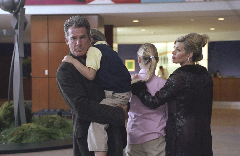 Killer wollen den Politker Charles Keefe (Jack Scalia, l.) und dessen Frau Lydia (Beth Toussaint, r.) ermorden. Die einzige, die davon weiß, ist die... - Bildquelle: Telepool GmbH