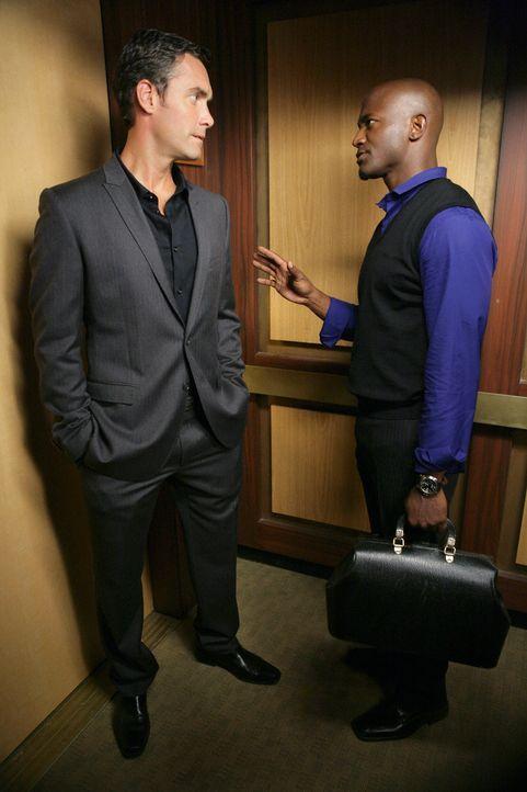 Sam (Taye Diggs, r.) kann nicht fassen, dass Dr. Lockhart (Jay Harrington, l.) Naomi das Angebot gemacht hat, gemeinsam mit ihm zu arbeiten ... - Bildquelle: ABC Studios