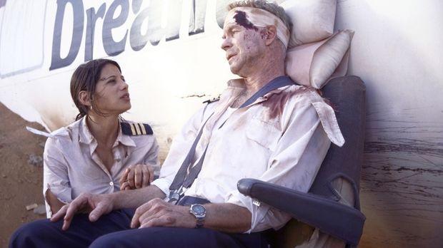 Da der erfahrene Pilot Hans Krüger (Christopher Kriesa, r.) bei der Notlandun...