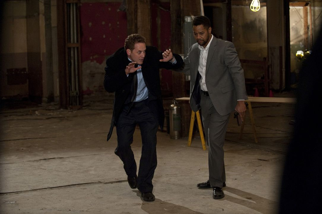 Als sich der frustrierte Allan (Cole Hauser, l.) dem dubiosen Jonas Arbor (Cuba Gooding Jr., r.) anvertraut, setzt er ein mörderisches Spiel in Gang... - Bildquelle: 2011 Sony Pictures Worldwide Acquisitions Inc. All Rights Reserved