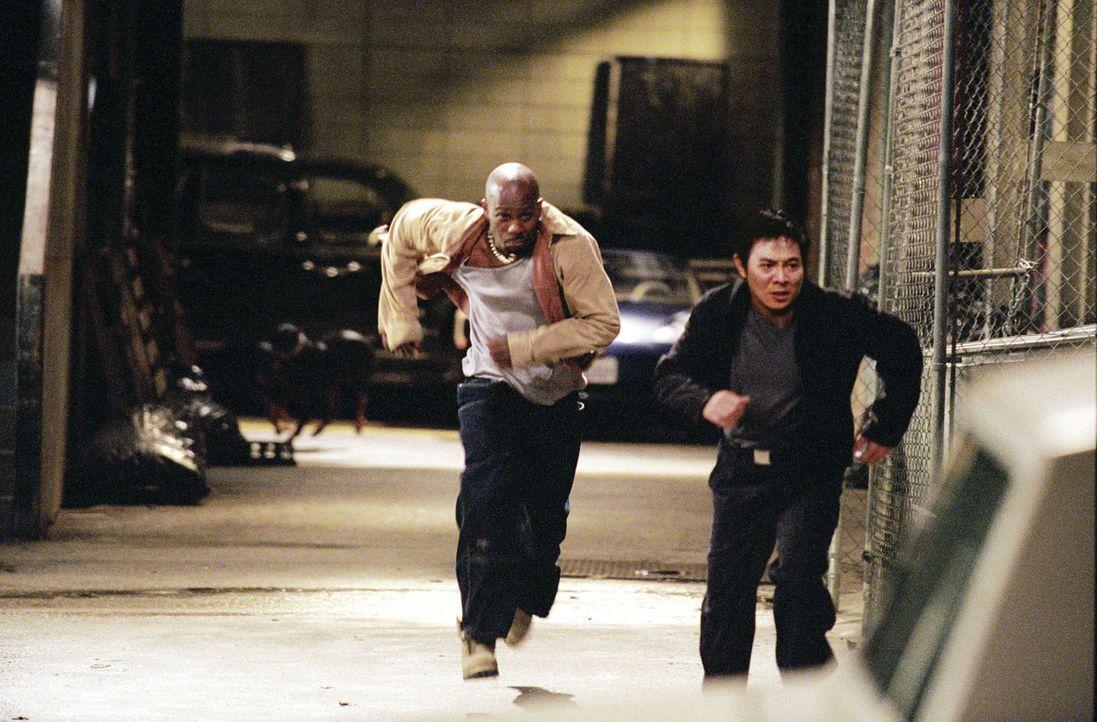 Endlich machen Tony Fait (DMX, l.) und der taiwanesische Regierungsagent Su (Jet Li, r.) gemeinsame Sache. Sie versuchen Faits Tochter zu retten, di... - Bildquelle: Warner Bros.