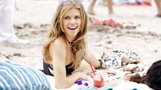 Naomi (AnnaLynne McCord) genießt die letzten Tage der Sommerferien in vollen...