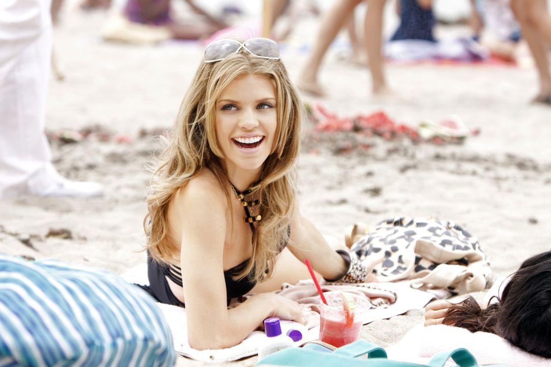 Naomi (AnnaLynne McCord) genießt die letzten Tage der Sommerferien in vollen Zügen bevor der Stress am neuen College losgeht ... - Bildquelle: TM &   2011 CBS Studios Inc. All Rights Reserved.