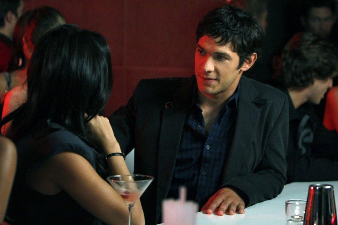 Hoffentlich geht Jonah (Michael Rady, r.) mit Kendra (Jenna Dewan, l.) nicht zu weit - es steht schließlich viel für ihn auf dem Spiel ... - Bildquelle: 2009 The CW Network, LLC. All rights reserved.