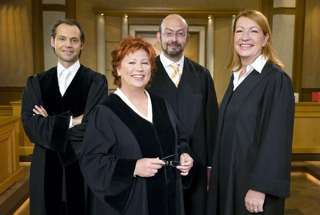 v.l.n.r. Bernd Römer, Barbara Salesch, Uwe Krechel, Ulrike Tasic - Bildquelle: Sat.1