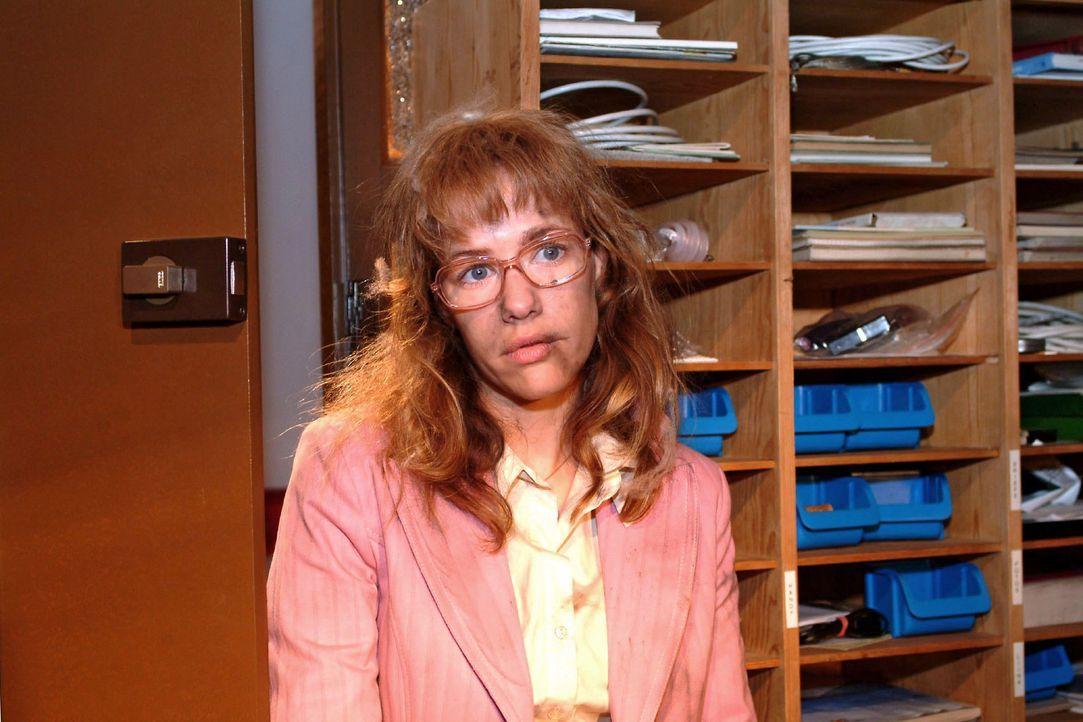 Nachdem Lisa (Alexandra Neldel) von Richard eingesperrt wurde, um zu verhindern, dass sie David eine rettende Information geben konnte, ist sie ersc... - Bildquelle: Sat.1