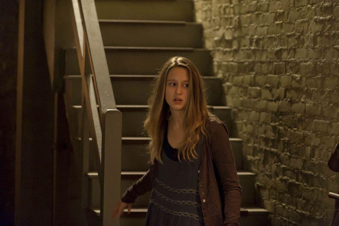 Nachdem sie die Wahrheit über Tate erfahren hat, ist Violet (Taissa Farmiga) völlig durch den Wind. Wem kann sie noch vertrauen? - Bildquelle: 2011 Twentieth Century Fox Film Corporation. All rights reserved.
