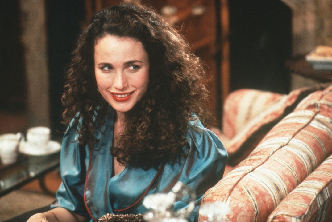 Bronté Parrish (Andie MacDowell) hat eine Traumwohnung in New York entdeckt und da diese einer ledigen Frau nicht vermietet wird, lässt sie sich auf... - Bildquelle: Warner Bros.