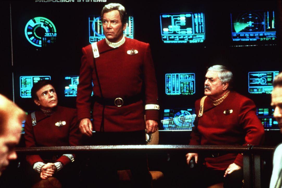 """Ehrengäste auf dem Jungfernflug der """"Enterprise B"""": Chekov (Walter Koenig, r.) Kirk (William Shatner, M.) und Scotty (James Doohan, l.). - Bildquelle: Paramount Pictures"""