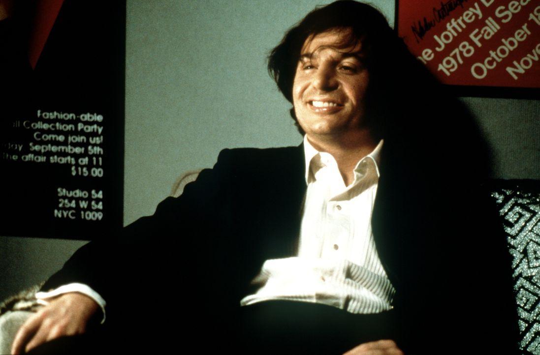 """Der Nachtclub-Besitzer Steve Rubell (Mike Myers) sonnt sich im Erfolg seines Lusttempels """"Studio 54"""" - doch dann bekommt er Besuch von der Steuerfah... - Bildquelle: Miramax Films"""