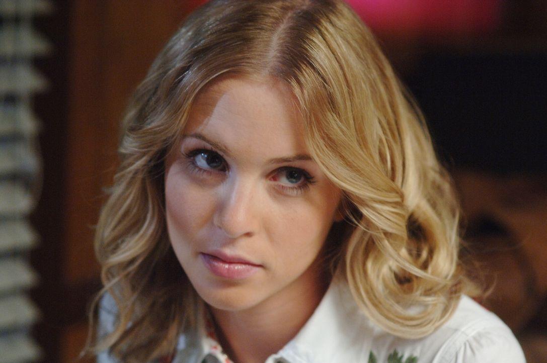 In der Vergangenheit trifft Dean auf seine Mutter Mary (Amy Gumenick) ... - Bildquelle: Warner Bros. Television