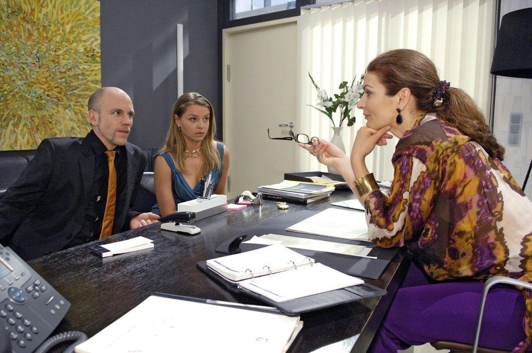 Gerrit kann nicht fassen, dass Alexander sich jetzt auch noch in der Agentur breit machen soll. v.l.n.r.: Gerrit (Lars Löllmann), Katja (Karolina Lo... - Bildquelle: Claudius Pflug Sat.1
