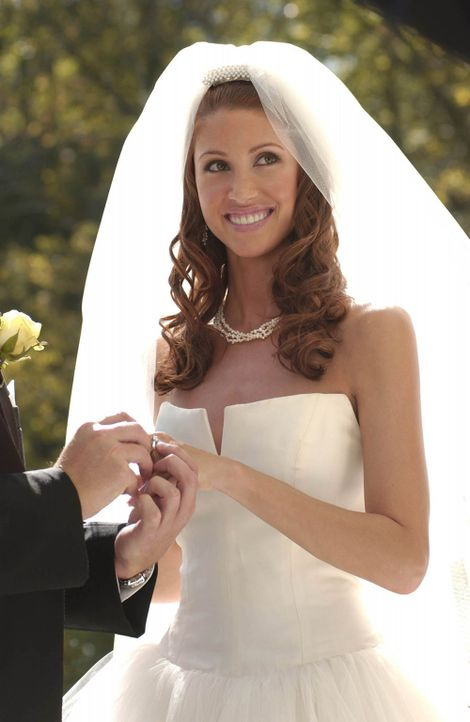 Wem wird Samantha (Shannon Elizabeth) das Ja-Wort geben? Ben oder Luke ... - Bildquelle: 2004 Alexander/Enright and Associates. All Rights Reserved.