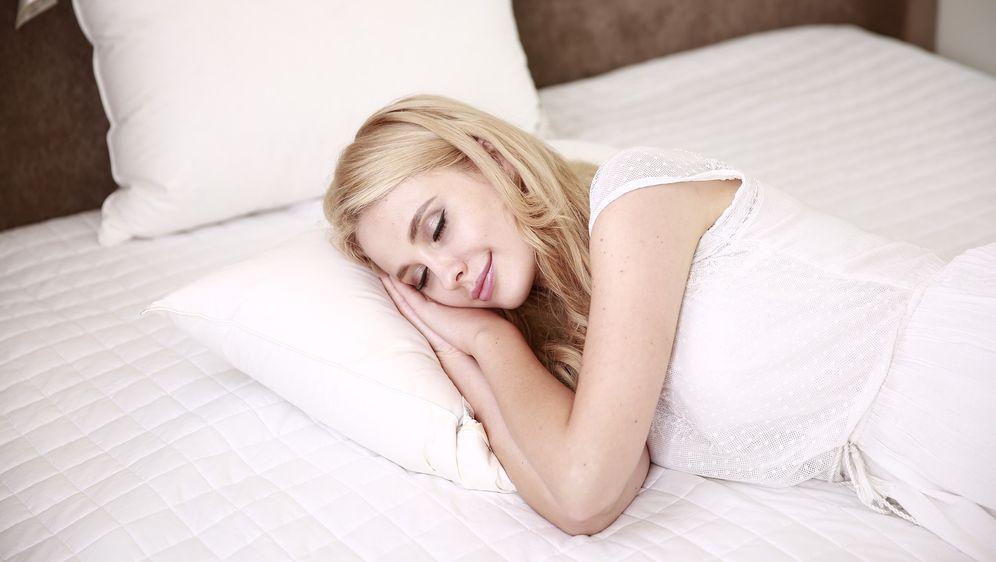 auf der rechten seite schlafen ist ungesund. Black Bedroom Furniture Sets. Home Design Ideas