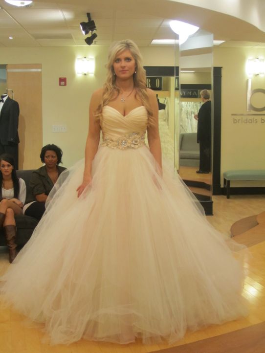 Christine ist auf der Suche nach dem perfekten Hochzeitskleid. - Bildquelle: TLC & Discovery Communications