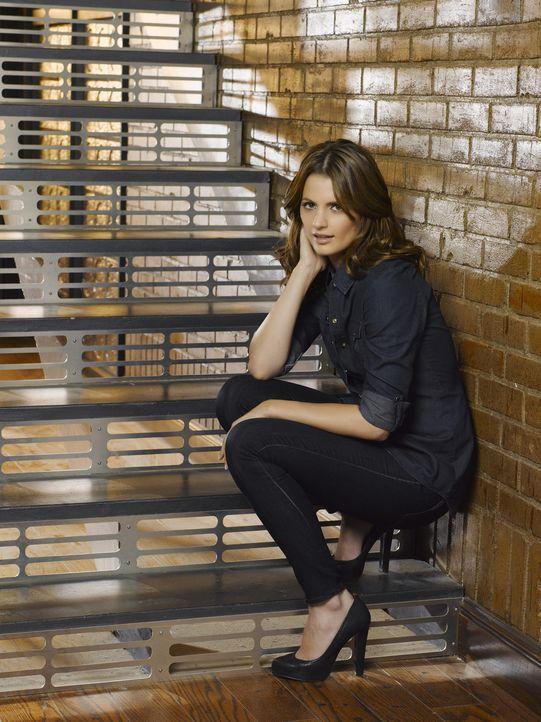 (3. Staffel) - Hat eine Vorliebe für außergewöhnliche Fälle, die in kein Schema passen: Polizistin Kate Beckett (Stana Katic) - Bildquelle: ABC Studios