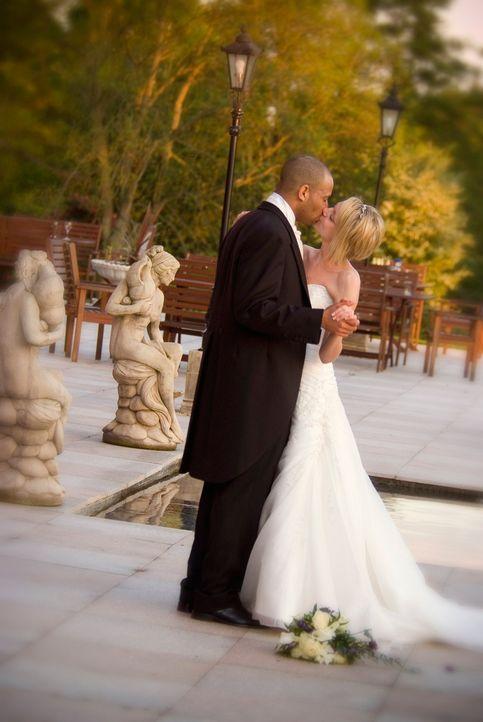Kann Richard im Alleingang eine märchenhafte Hochzeit auf die Beine stellen? Mit dem nötigen Bargeld und vier Wochen Zeit, keine unmögliche Aufgabe.... - Bildquelle: Renegade Pictures Ltd