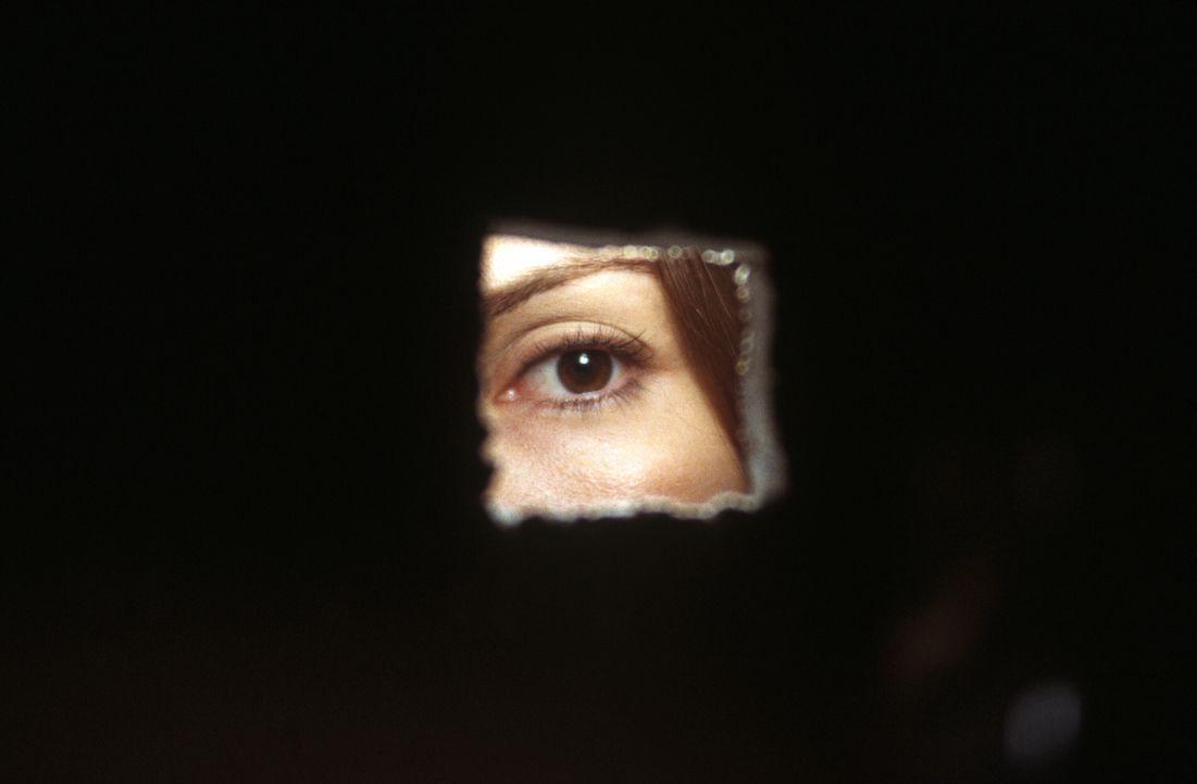 FBI-Agentin Cassie (Sandra Bullock) versteckt sich hinter ihrer eigenen Vergangenheit und stürzt sich lieber auf einen neuen Fall ... - Bildquelle: Warner Brothers International Television Distribution Inc.