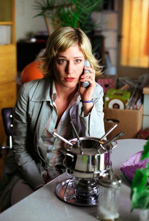 Für Susanne (Julia Stinshoff) eine wichtige Frage: Wer bekommt nach der Trennung das Fondue-Set? Thomas hat diese Frage jedoch schon zigmal beantwor... - Bildquelle: Thekla Ehling Sat.1