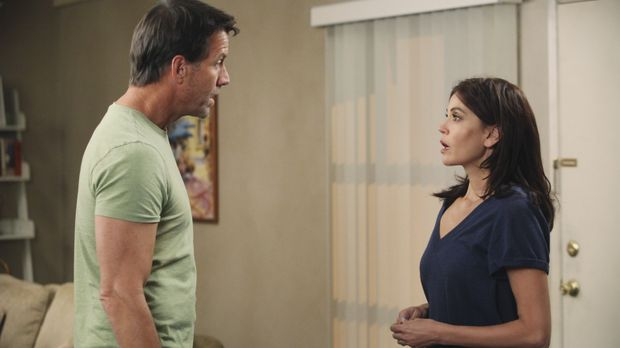 Susan (Teri Hatcher, r.) versucht alles, um vor Mike (James Denton, l.) ihren...