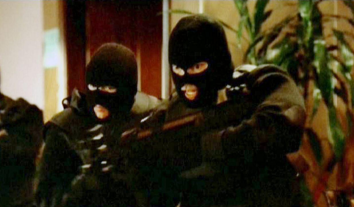 Auf Luxusrestaurants in L.A. wird eine Reihe Raubüberfälle verübt, bei denen eine Bande immer auf  dieselbe Art vorgeht. Sie rauben den Gästen s... - Bildquelle: Paramount Network Television