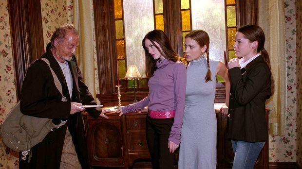 Phoebe (Alyssa Milano, 2.v.r.), Paige (Rose McGowan, 2.v.l.) und Piper (Holly...