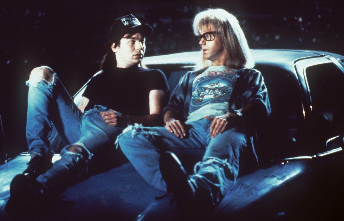 Um sein Super-Babe wiederzugewinnen, muss sich Wayne (Mike Myers, l.) etwas einfallen lassen. Mit der Hilfe von Garth (Dana Carvey, r.) tüftelt er e... - Bildquelle: Paramount Pictures