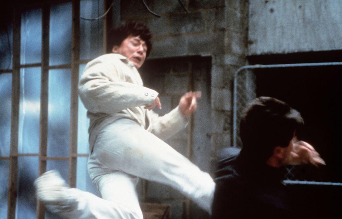Obwohl seine Passion das Kochen ist, steht Jackie (Jackie Chan) auch auf Verbrecherjagd ... - Bildquelle: Kinowelt Filmverleih
