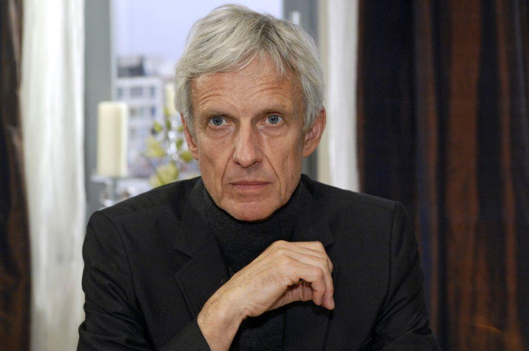 Robert (Mathieu Carrière) hat eine Entscheidung getroffen ... - Bildquelle: Oliver Ziebe Sat.1