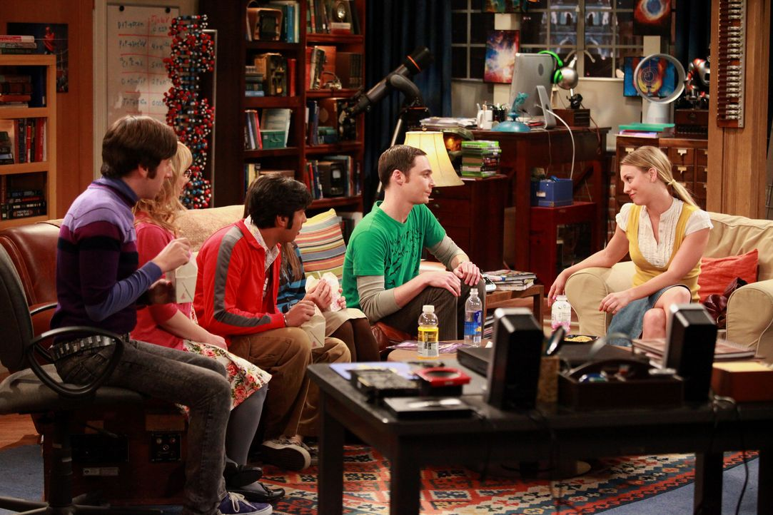 Verbringen einen Abend miteinander: Howard (Simon Helberg, l.), Bernadette (Melissa Rauch, 2.v.l.), Raj (Kunal Nayyar, M.), Sheldon (Jim Parsons, 2.... - Bildquelle: Warner Bros. Television