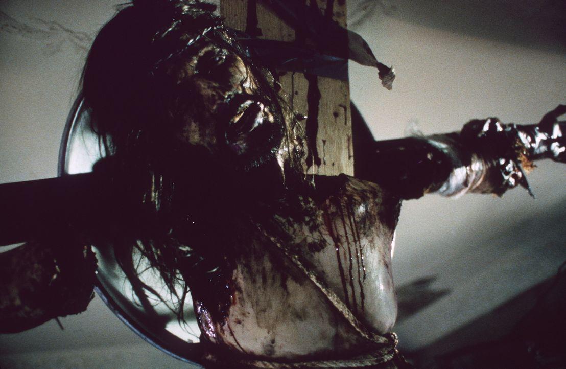 Der fanatische Serienkiller will sein grausames Werk aus menschlichen Einzelteilen bis Ostern fertig gestellt haben ... - Bildquelle: Columbia TriStar Home Video