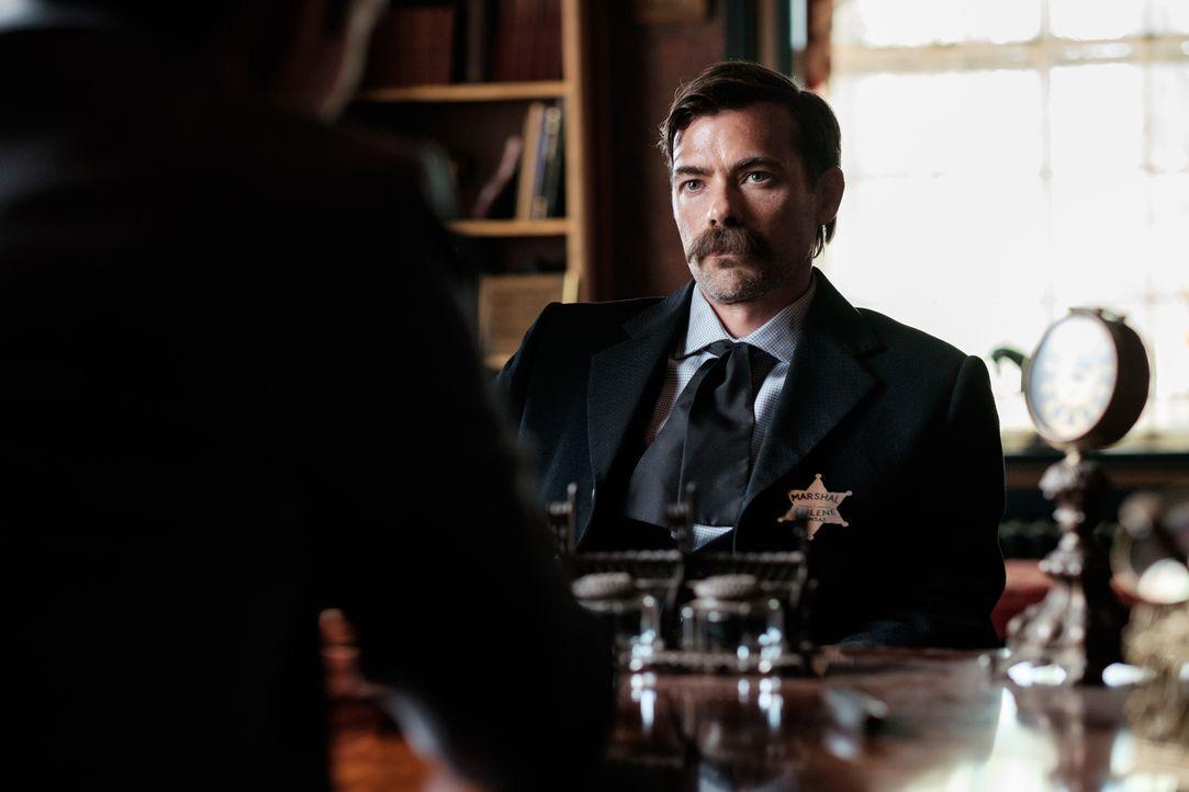 Tom Smith (Rob Cardno), einer der größten Gesetzeshüter des Wilden Westen, hat eine Abneigung gegen Revolver. Er ist ein Meister im Einsatz seiner F... - Bildquelle: Darren Goldstein Cineflix 2015