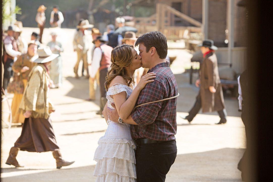 Wilde Flitterwochen warten auf Castle (Nathan Fillion, r.) und Beckett (Stana Katic, l.) ... - Bildquelle: ABC Studios