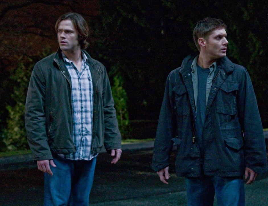 Werden von zwei wütenden Jägern getötet und finden sich im Himmel wieder: Sam (Jared Padalecki, l.) und Dean (Jensen Ackles, r.) ... - Bildquelle: Warner Brothers