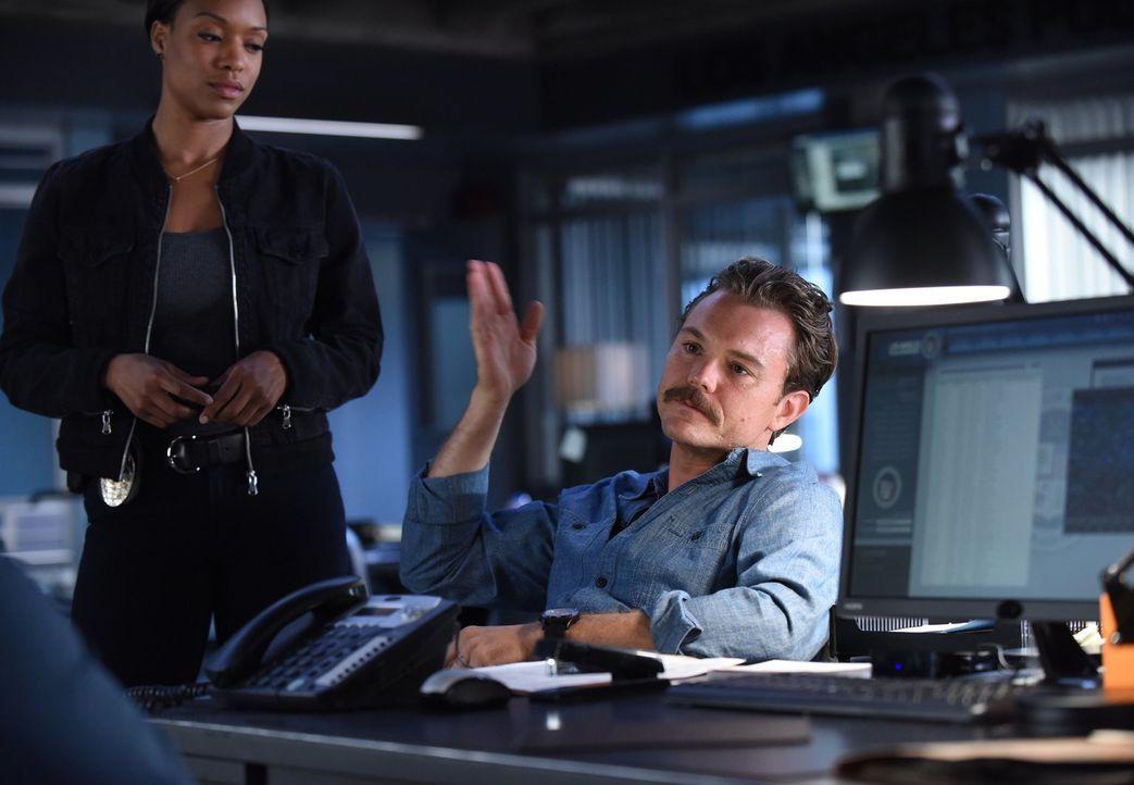 Kann Riggs (Clayne Crawford) noch professionell bleiben, als er bemerkt, dass Freunde aus seiner Kindheit in einen Mord verwickelt sind? - Bildquelle: Warner Brothers