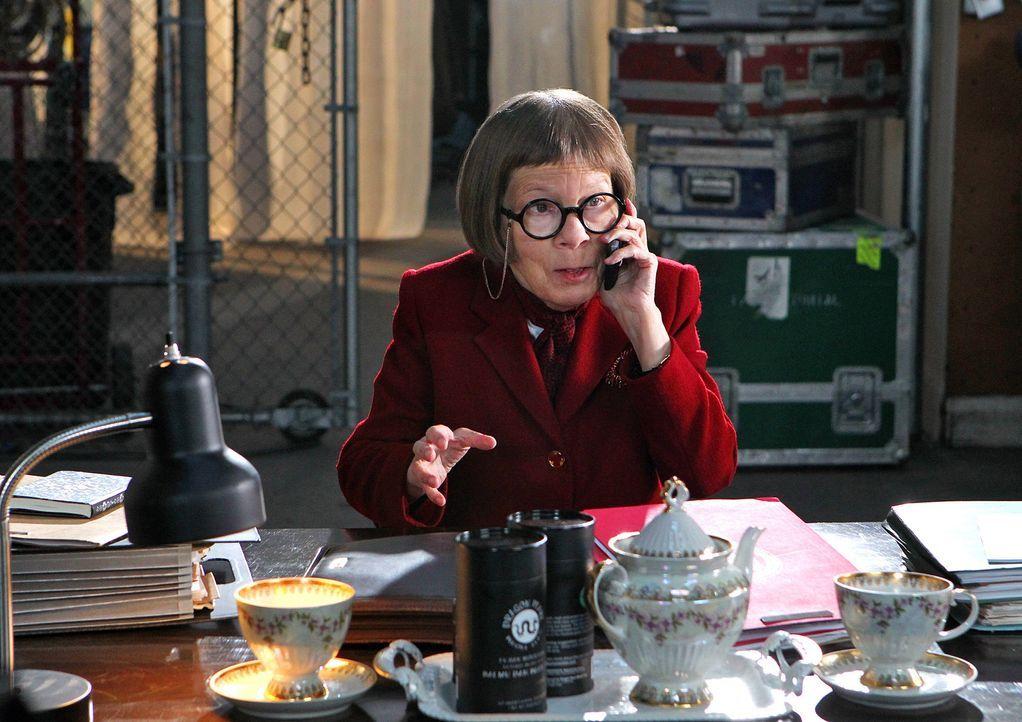 """Leitung der Naval Criminal Investigative Service Einheit: Henrietta """"Hetty"""" Lange (Linda Hunt) ... - Bildquelle: CBS Studios Inc. All Rights Reserved."""